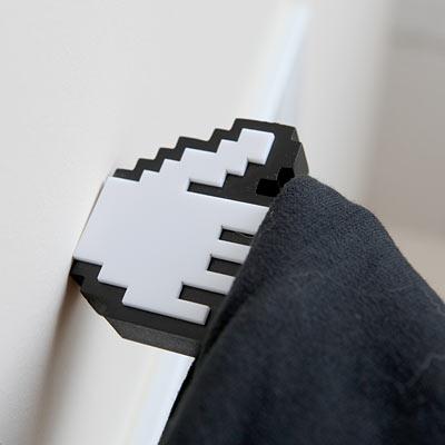 Вешалка для одежды в форме руки