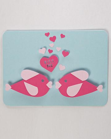 Используя всего один шаблон, можно сделать несколько вариантов оригинальных и романтичных открыток на День Святого...