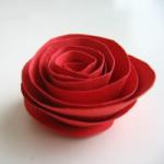 Простая роза из бумаги.
